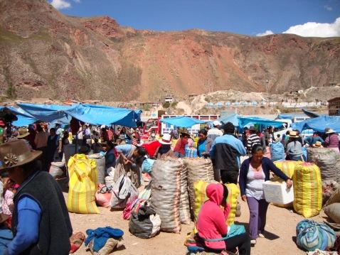 Vendors at el Mercado de Miercoles.