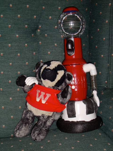 Tom Servo: Badger Fan, Friend of Bucky