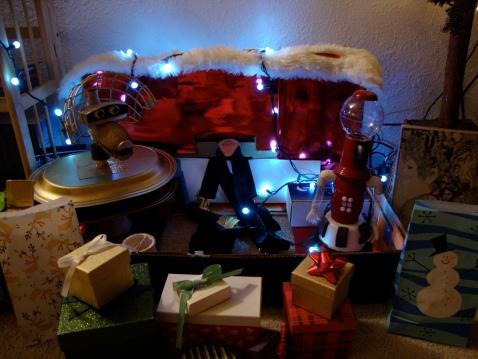 Crow T. Robot and Tom Servo wish you a Merry Christmas!